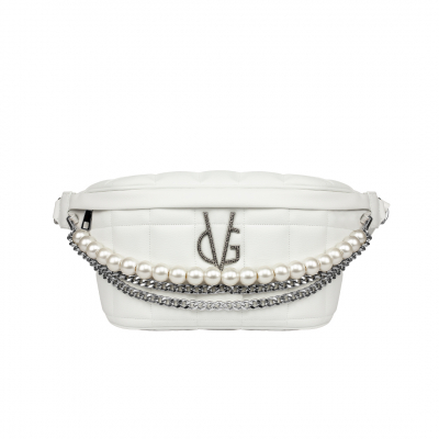 VG white quilted pouch with chain and pearl decoration